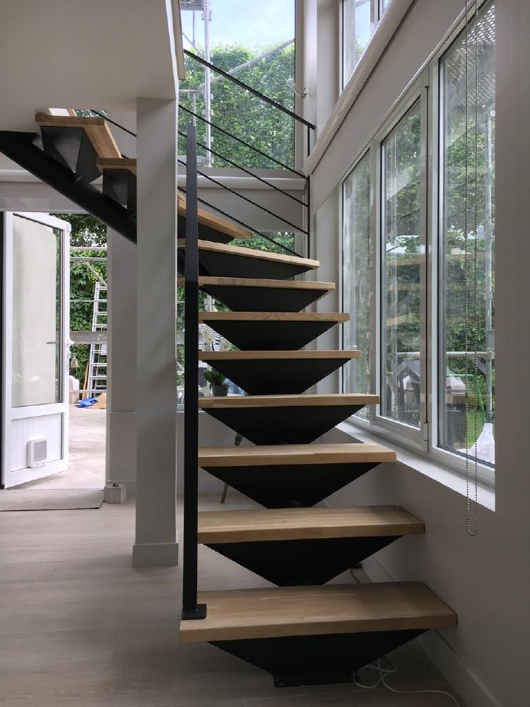 stunning escalier poutre centrale contemporary. Black Bedroom Furniture Sets. Home Design Ideas