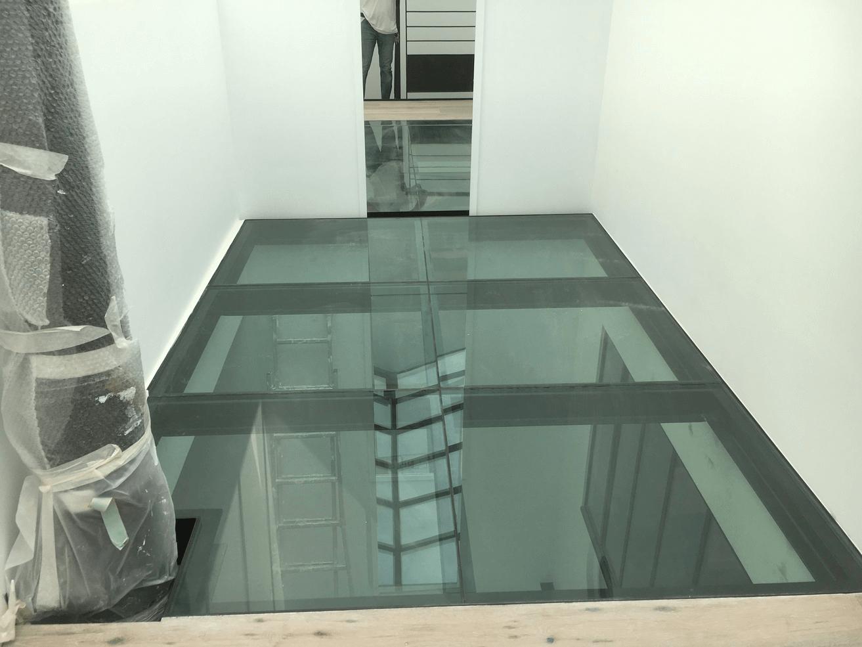 Deco Veranda Interieur plancher-de-verre-sur-charpente-métallique-france-veranda